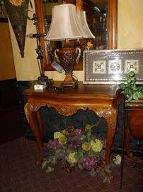 Gorgeous Foyer Table w/Mirror