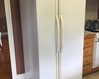 Sears Kenmore side by side refrigerator freezer