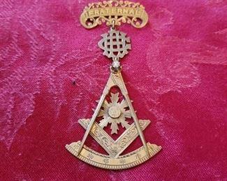 Masonic Fraternal badge in 10k...