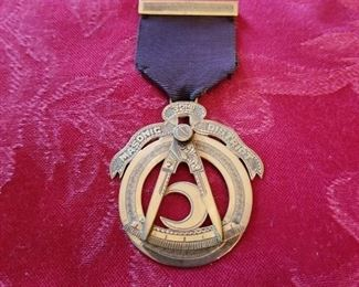 Masonic 32nd District badge in 10k...1939