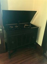 Victrola Brunschwick radio and record player working condition
