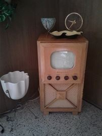 """Admiral Tv with 9"""" screen"""