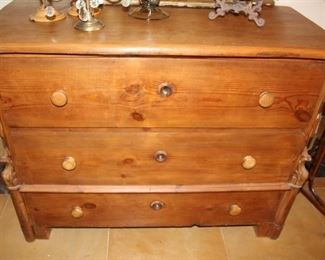 furniture primitve chest of drawers