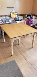 5-legged table with 3 leaves