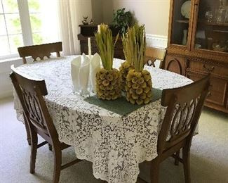 Vintage dining room table with 4 chairs,