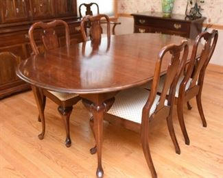 Traditional Queen Anne Style Dining Table & 6 Chairs (with extra leaves)