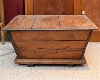 Primitive Wooden Chest (Hinged Top)