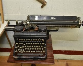 Royal Typewriter (needs repair)
