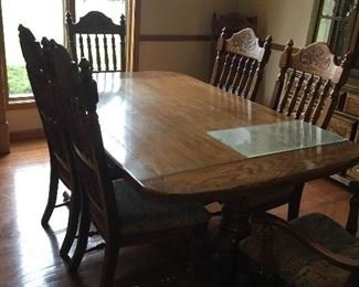 Nice Oak Dining room table set with 8 chairs