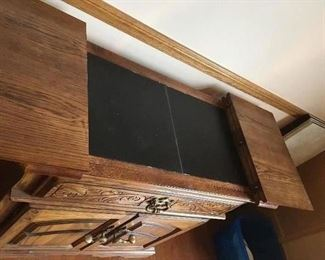 Bar top opens - in excellent condition