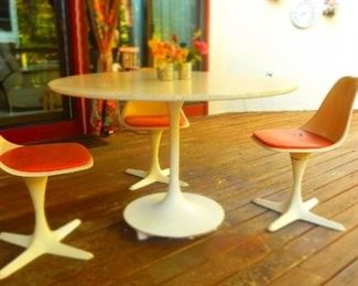 TULIP TABLE & CHAIRS