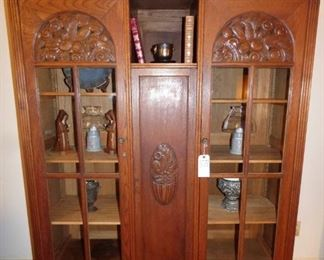 Lovely Vintage Oak Bookcase with carving on doors
