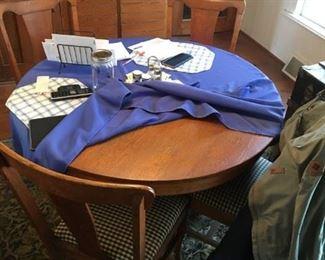 OAK PEDESTAL TABLE & CHAIRS