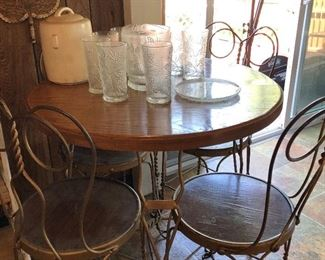 Authentic Ice Cream Set Table w/4 chairs
