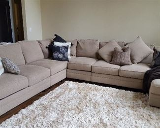 Large sectional sofa! Beautiful condition -- barely used.