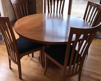 EXPANDABLE ROUND DINING TABLE WITH 5 CHAIRS FROM HOUSE OF DENMARK