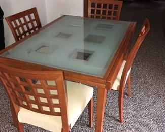 BEAUTIFUL MODERN DINING TABLE FROM HOUSE OF DENMARK
