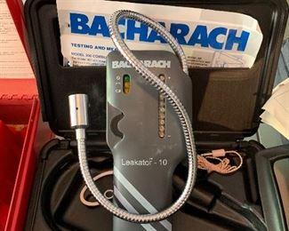 BACHARACH LEAKATOR - 10