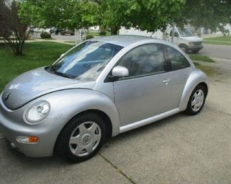 1998 Volkswagen Beetle 5 speed manual transmission, 46600 miles, one owner, very good condition