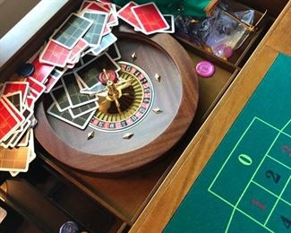 Opens to Roulette table & Poker table on the underside