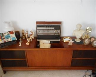 Gorgeous Mid Century Console, Motorola WORKING AM FM Stereophonic , Phonograph. Sounds GREAT!