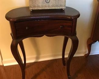 Very nice cherry wood small table W/Drawer