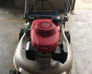 Honda Lawnmower (missing the bag)