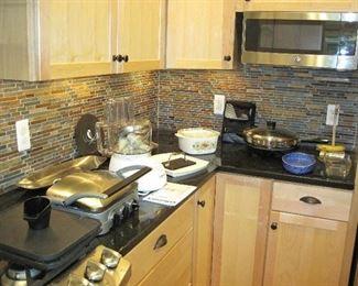 Cuisinart Griddle, Cuisinart Food Processor, Farberware Electric Skillet, Stoneware, Cookware, Lodge, Emeril