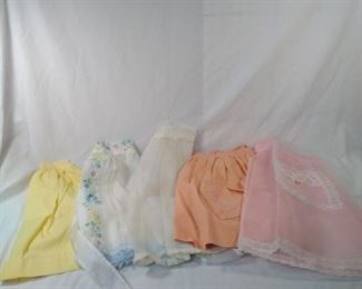 lot of 5 vintage aprons  https://ctbids.com/#!/description/share/152117