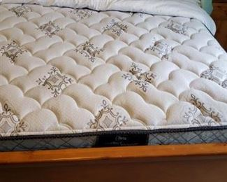 Sealy Perfect Sleeper, like new, full size