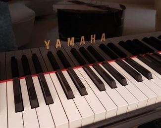 Yamaha grand piano in excellent condition!