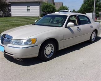 ASKING $3000 - 2001 Lincoln Town Car Cartier Edition 4 door sedan with 205,000 Highway Miles. ONE OWNER GARAGE KEPT ALL REGULAR MAINTENANCE EXCELLENT CONDITION! This car only has a couple of cosmetic spots. Engine	4.6LV-8 MPG	18 City / 25 Hwy Seating	6 Passengers Transmission	4-spd auto w/OD Power	235 @ 4750 rpm Drivetrain	rear-wheel The Lincoln Town Car is the last of its kind. It's big. A powerful V8 engine drives the rear wheels. Handling is surprisingly good. And this enormous luxury cruiser has enough interior room to satisfy even the most long-legged passengers. It boasts a smooth ride, a cabin that's easy to get in to and out of, and a trunk that allows for a plethora of luggage. White pearlescent clear coat metallic tricolor exterior. Premium leather interior with Cartier clock! Tires like new and only 2 years old.