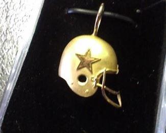 14kt y Gold Cowboy Pendant