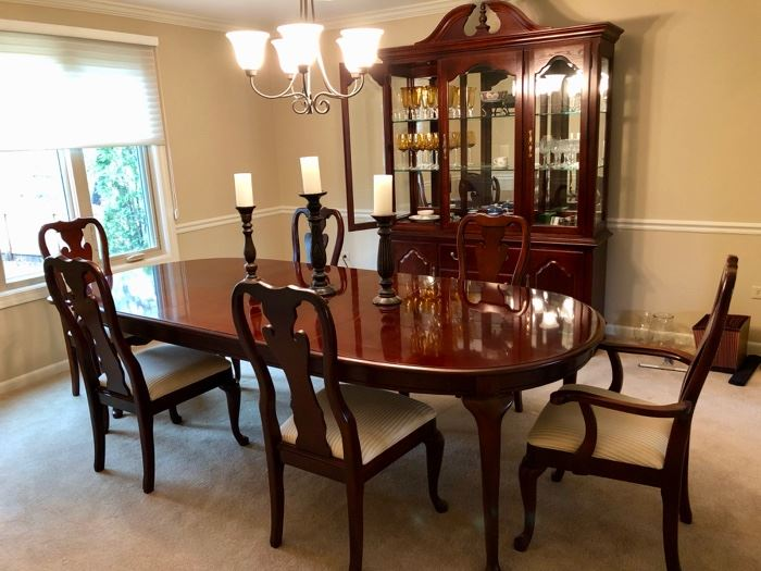 Lovely Thomasville Dining Set - take the plunge and update your set!