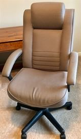 Now THIS is an office chair!  Wowsa