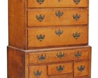 LOT 5031 - 18TH CENTURY CHIPPENDALE MAPLE CHEST-ON-CHEST