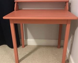 Cute pink desk!