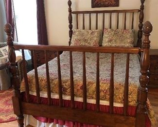 Beautiful queen bed pineapple post!