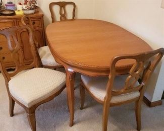 DR table set with 6 chairs and two leaves hidden inside.
