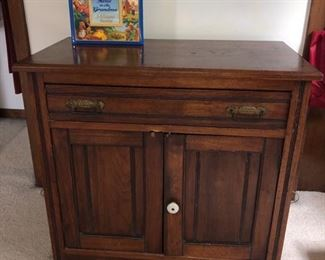 Small dresser/cabinet