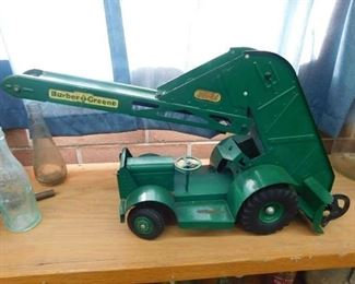 Doepke Barber Green Wheeled Bucket Loader