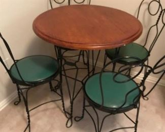 Ice Cream Table with Parlor Chairs