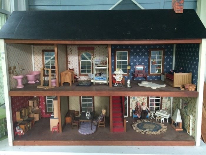 Gorgeous large 70s doll house with 70s figures dressed like they're ready to party with finger food and kabobs!