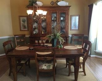 Dining Room Table & 6 Chairs. China Hutch.