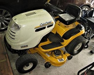 Cub Cadet Series 1000 Model #LT1046 Riding Lawnmower