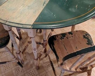 Antique Round Table with 2 drop leaves, white legs, distressed, 3 chairs