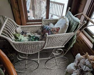 Gendron Wheel Co. (Toledo, OH) Wicker Baby Buggy