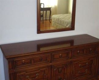 Dresser & mirror to double Thomasville bedroom suite.