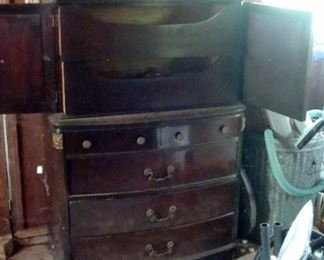 antique mahogany bachelor's chest of drawers