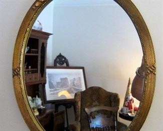 NICE WOOEN AND GESSO OVAL MIRROR